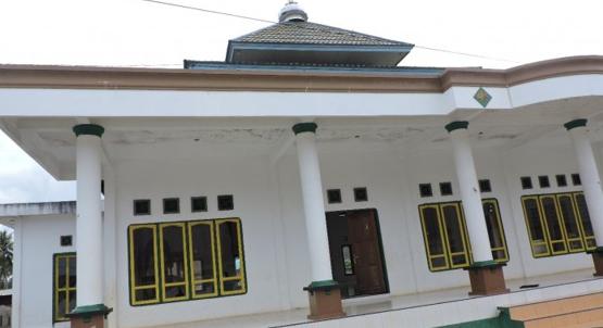 harita nickel membangun rumah ibadah untuk warga kawasi