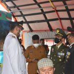 Peringati HUT TNI Ke-76, Warga Halsel Sambut Antusias Serbuan Vaksinasi